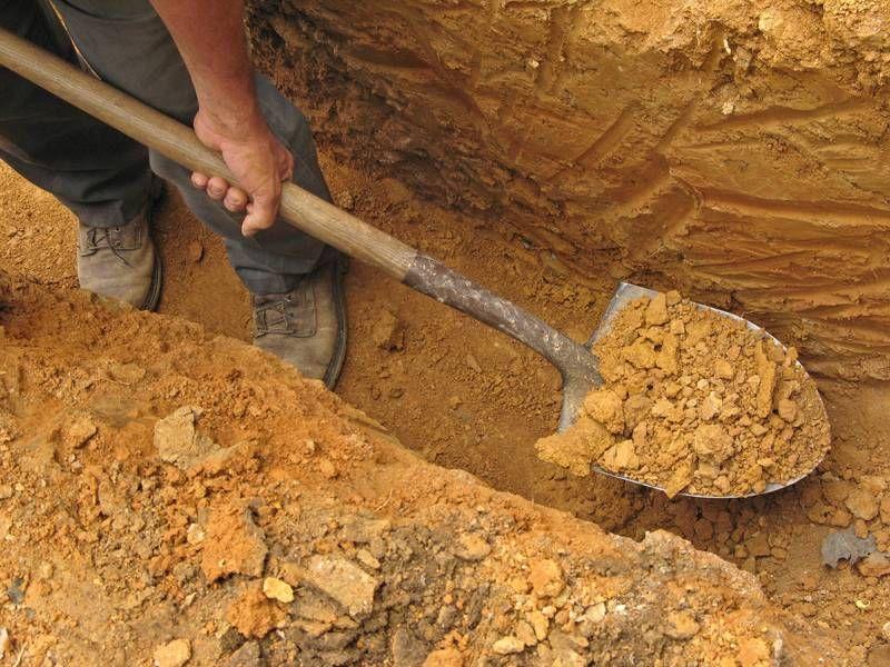 Особенности ручной разработки грунта в траншее